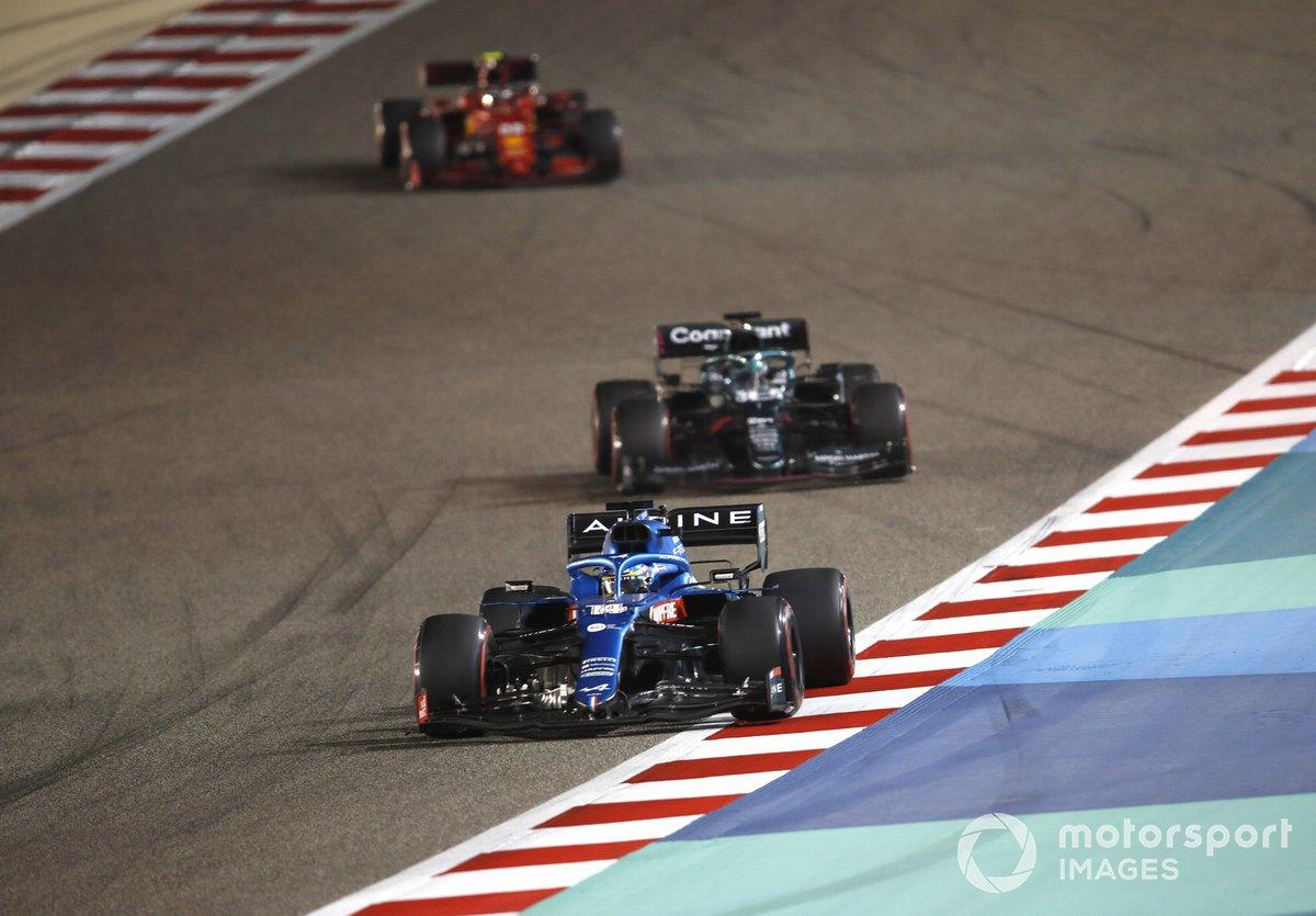 Fernando Alonso, Alpine A521, Lance Stroll, Aston Martin AMR21, Carlos Sainz Jr., Ferrari SF21
