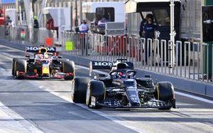 Yuki Tsunoda, AlphaTauri AT02, Max Verstappen, Red Bull Racing RB16B