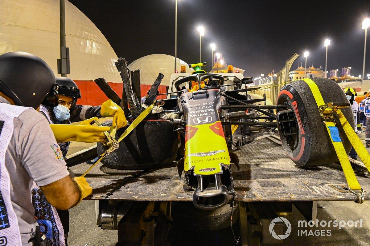 L'auto danneggiata di Alexander Albon, Red Bull Racing RB16