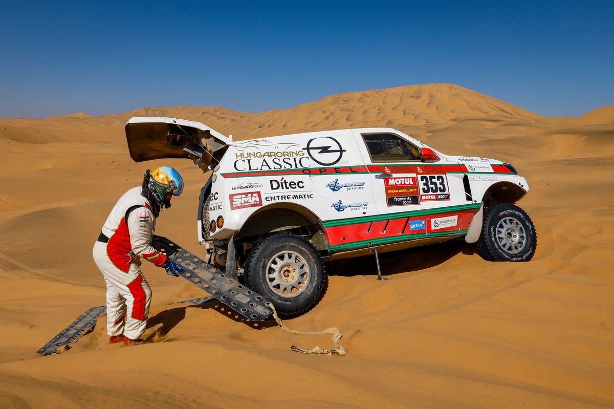 #353 Opel Dakar Team: Balazs Szalay, Laszlo Bunkoczi