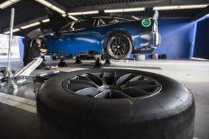 El coche de la próxima generación de la NASCAR se encuentra en el garaje