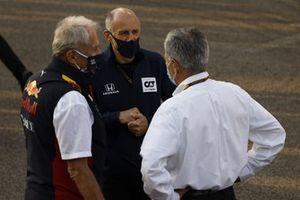 Helmut Marko, Consultant, Red Bull Racing, Franz Tost, Team Principal, AlphaTauri, and Chase Carey, Chairman, Formula 1, on the grid