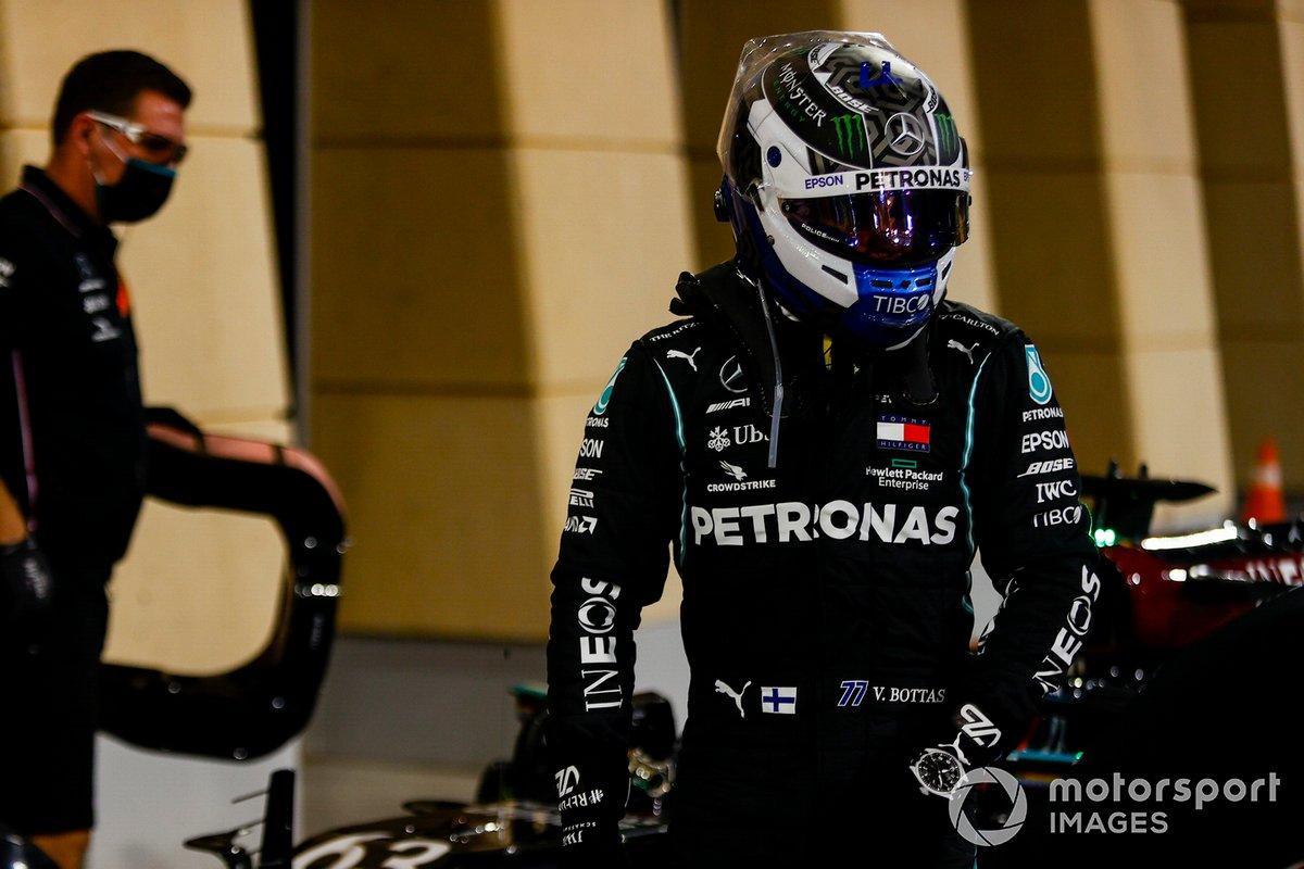 Pole man Valtteri Bottas, Mercedes-AMG F1, arriva al Parc Ferme
