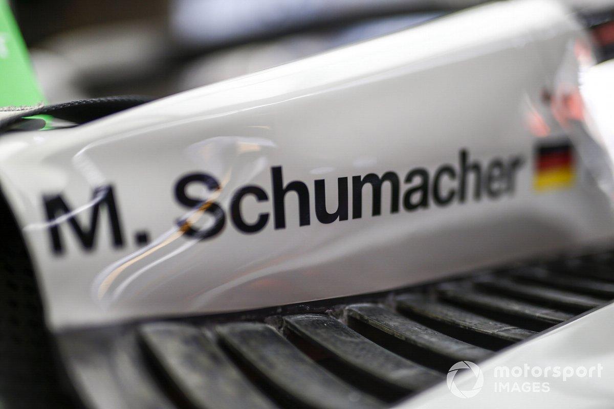 El nombre de Mick Schumacher en el Haas VF-20
