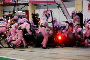 Sergio Perez, Racing Point RP20, maakt een pitstop