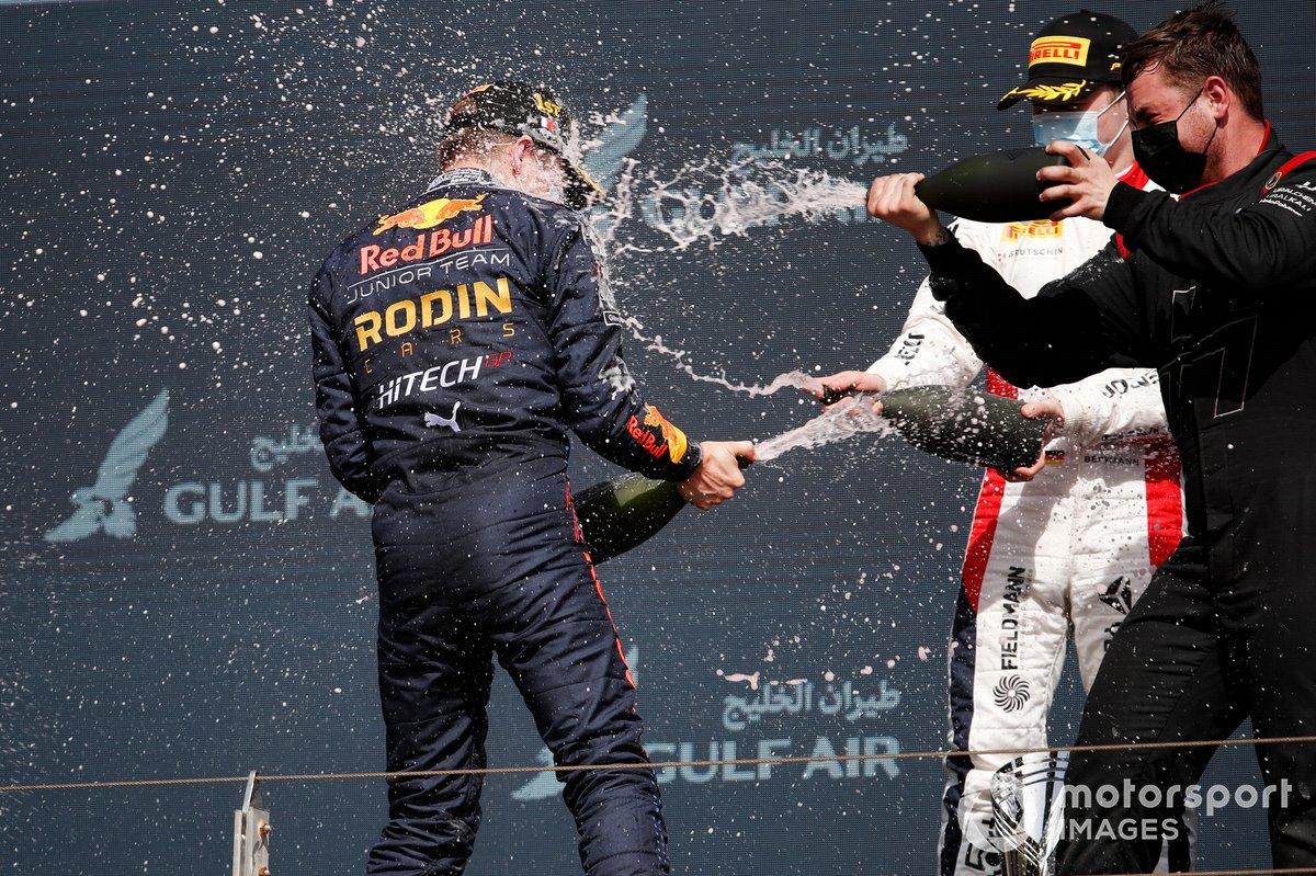 Podio: ganador Liam Lawson, Hitech Grand Prix, y tercer lugar David Beckmann, Charouz Racing System