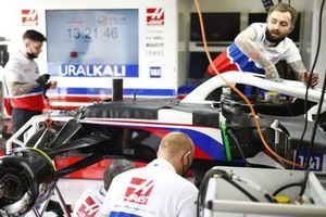 Haas F1 mechanics build a car in the garage