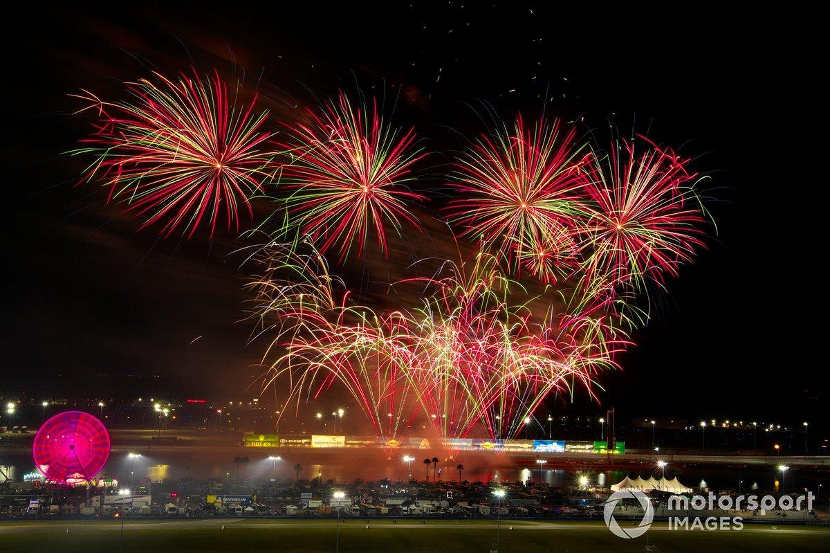 Fuegos artificiales en las 24h de Daytona 2021