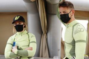 Mikaela Ahlin-Kottulinsky, JBXE Extreme-E Team, and Jenson Button, JBXE Extreme-E Team, in the pits