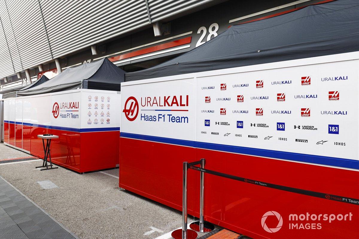 Logos de los socios de Haas F1