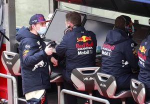 Max Verstappen, Red Bull Racing, op de pitmuur