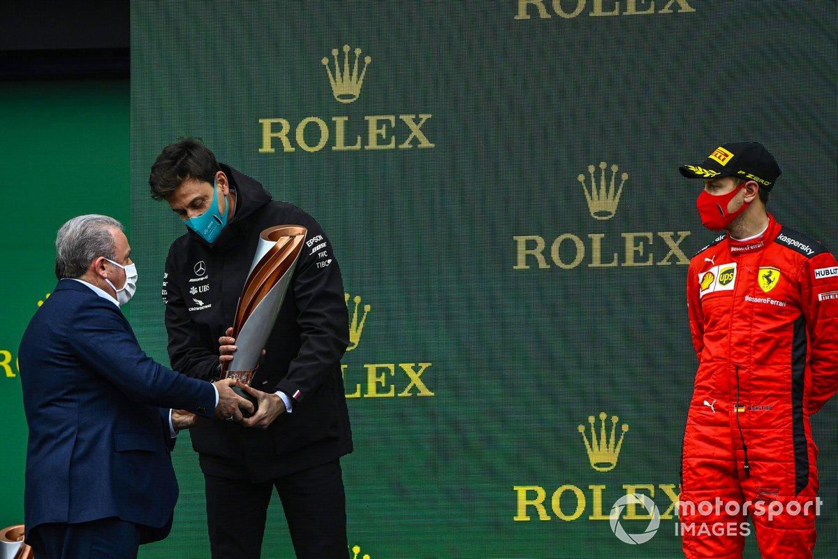Podio: Toto Wolff, Director Ejecutivo Mercedes AMG