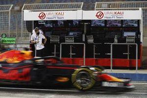 Mick Schumacher, Haas F1, Max Verstappen, Red Bull Racing RB16B