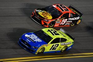 Ryan Blaney, Team Penske, Ford Mustang Menards/Blue DEF/PEAK Martin Truex Jr., Joe Gibbs Racing, Toyota Camry