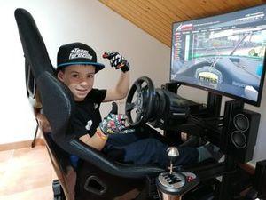 Abel Torres, simracer de 10 años