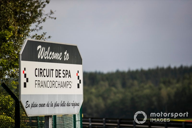 A sign welcoming visitors to Spa-Francorchamps