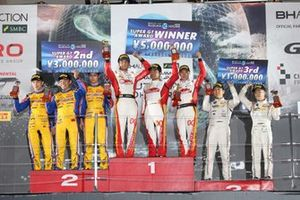 Super-GT-Podium: 1. #00 Mercedes-AMG Team Goodsmile, 2. #18 TEAM UPGARAGE, 3. #87 JLOC