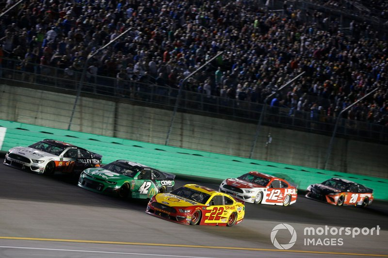Joey Logano, Team Penske, Ford Mustang Shell Pennzoil Kyle Larson, Chip Ganassi Racing, Chevrolet Camaro Clover