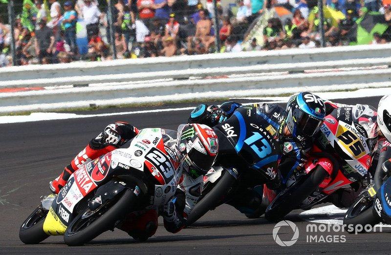 Chute de Niccolo Antonelli, SIC58 Squadra Corse, Celestino Vietti, Sky Racing Team VR46, Romano Fenati, Team O
