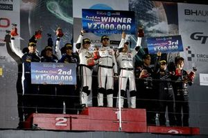 Podio ProAm: Il vincitore #43 Team Strakka Racing Mercedes-AMG GT3: Christina Nielsen, Dominik Baumann, Adrian Henry D'Silva, secondo classificato #188 Garage59 Aston Martin V8 Vantage GT3: Alex West, Chris Goodwin, Come Ledogar, terzo classificato #60 LM Corsa Porsche 911 GT3 R: Juichi Wakisaka, Shigekazu Wakisaka, Kei Nakanishi