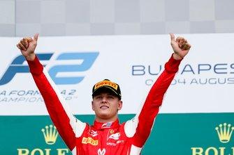 Podium: Race winner Mick Schumacher, Prema Racing