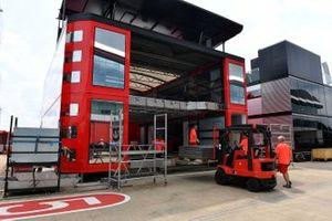 Ferrari vracht in Silverstone