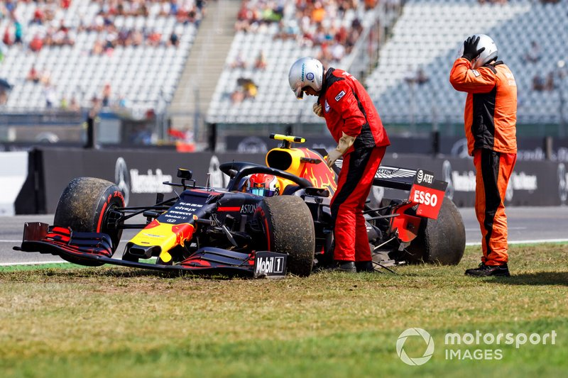 Marshals assists Pierre Gasly, Red Bull Racing RB15, after a crash in FP2