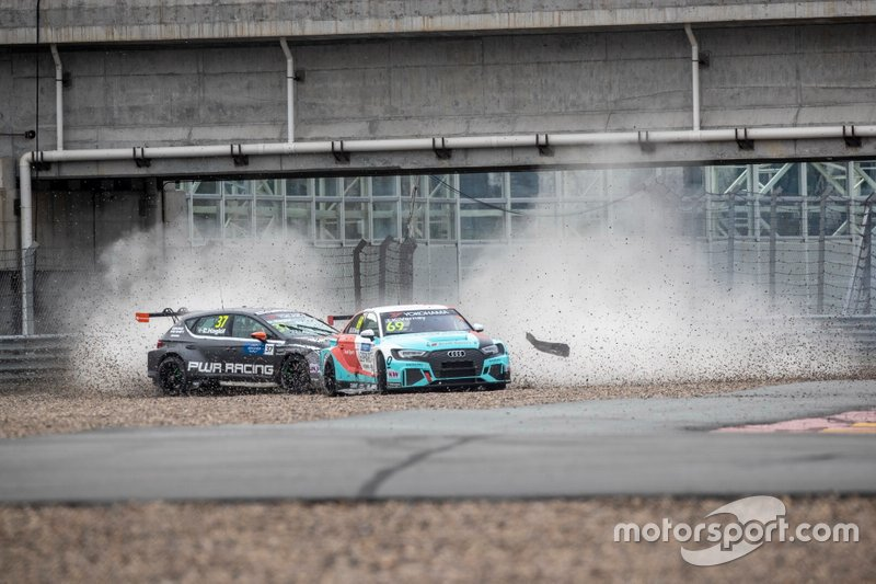 Crash of Daniel Haglöf, PWR Racing CUPRA TCR, Jean-Karl Vernay, Leopard Racing Team Audi Sport Audi RS 3 LMS
