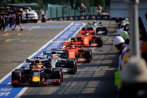 Max Verstappen, Red Bull Racing RB15 dans la voie des stands