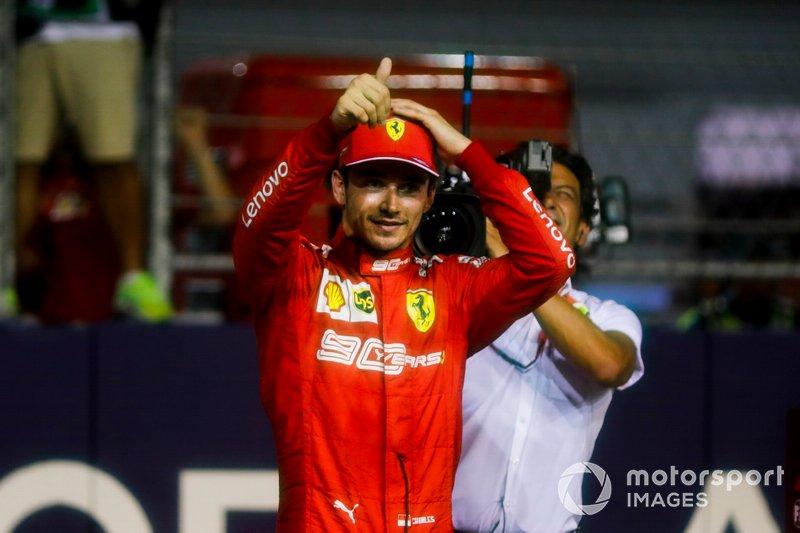 Le poleman Charles Leclerc, Ferrari dans le parc fermé