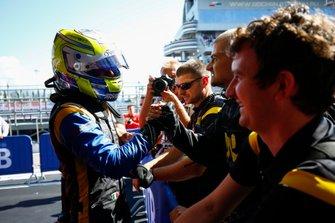 Luca Ghiotto, UNI Virtuosi Racing, celebra la victoria en parc ferme