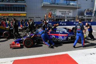 Daniil Kvyat, Toro Rosso STR14, arrive sur la grille