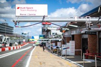 Табличка у гаража Рене Раста и Джейми Грина, Audi Sport Team Rosberg