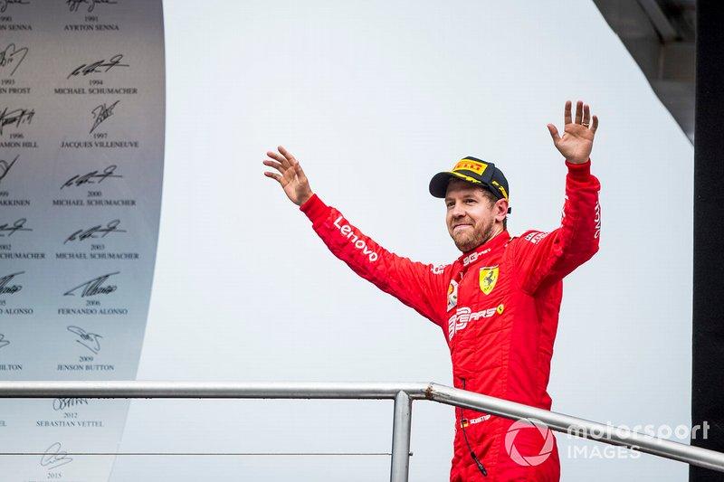 Podio: segundo lugar Sebastian Vettel, Ferrari celebra