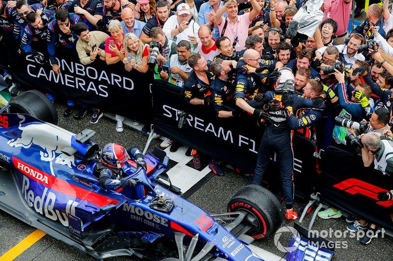 Max Verstappen, Red Bull Racing, Daniil Kvyat, Toro Rosso STR14