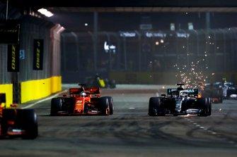 Charles Leclerc, Ferrari SF90 precede Sebastian Vettel, Ferrari SF90 e Lewis Hamilton, Mercedes AMG F1 W10