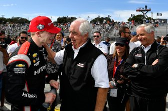 Le Champion Josef Newgarden, Team Penske Chevrolet, Roger Penske