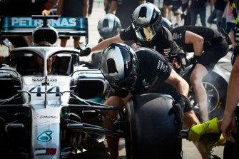 Mercedes AMG F1 pitstopoefening met de Mercedes AMG F1 W10