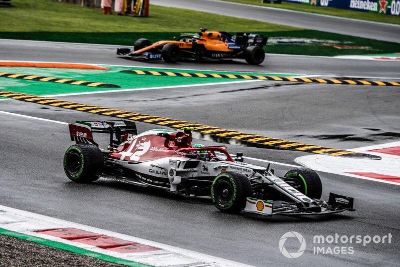 Antonio Giovinazzi, Alfa Romeo Racing C38, Carlos Sainz Jr., McLaren MCL34
