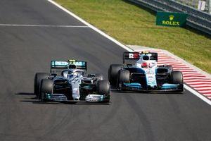Valtteri Bottas, Mercedes AMG W10, en Robert Kubica, Williams FW42