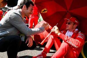 Indy 500-winnaar Simon Pagenaud met Charles Leclerc, Ferrari