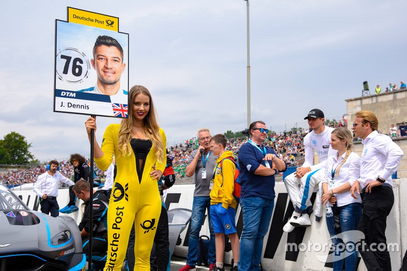La grid girl di Jake Dennis, R-Motorsport