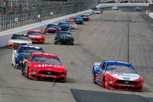 Joey Logano, Team Penske, Ford Mustang AAA Insurance and Daniel Suarez, Stewart-Haas Racing, Ford Mustang Haas Automation