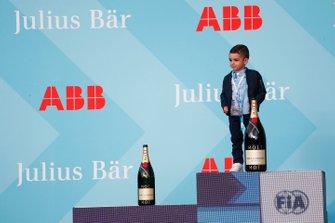 Son of Sébastien Buemi, Nissan e.Dams, on the podium