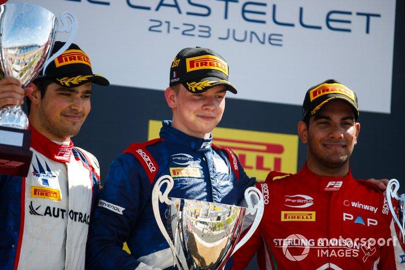 Podium: winnaar Robert Shwartzman, PREMA Racing, tweede Pedro Piquet, Trident, derde Jehan Daruvala, PREMA Racing