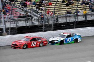 Ryan Blaney, Team Penske, Ford Mustang Menards/Wrangler Riggs and Darrell Wallace Jr., Richard Petty Motorsports, Chevrolet Camaro Victory Junction