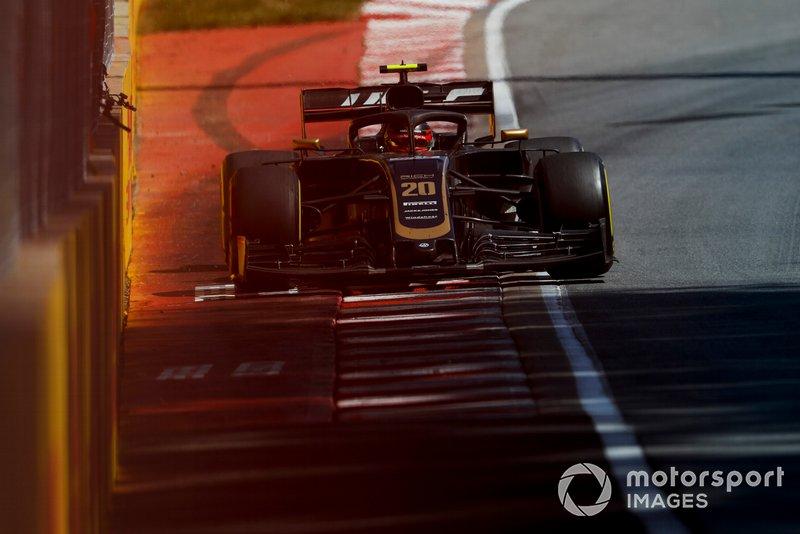 En el Gran Premio de Canadá, Magnussen no estaba contento y se quejó ante el equipo. El jefe Steiner le dijo al piloto que se callara.