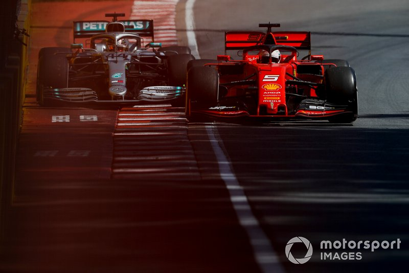 Sebastian Vettel, Ferrari SF90 y Lewis Hamilton, Mercedes AMG F1 W10