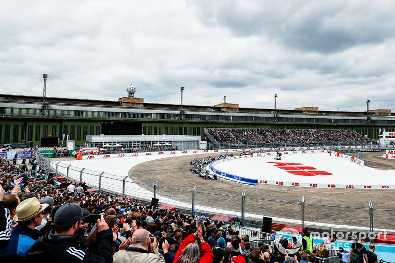 Sébastien Buemi, Nissan e.Dams, Nissan IMO1, Stoffel Vandoorne, HWA Racelab, VFE-05, Lucas Di Grassi, Audi Sport ABT Schaeffler, Audi e-tron FE05 en la primera curva