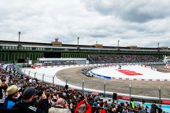Sébastien Buemi, Nissan e.Dams, Nissan IMO1, Stoffel Vandoorne, HWA Racelab, VFE-05, Lucas Di Grassi, Audi Sport ABT Schaeffler, Audi e-tron FE05, into the first corner